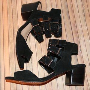 VINCE CAMUTO Geriann triple buckle sandal size 9